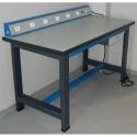 Poste de travail électrique et table pour service technique